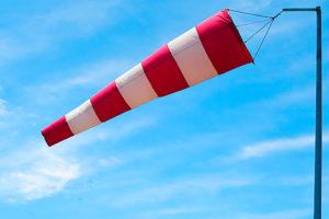 Cờ gió màu đỏ - trắng